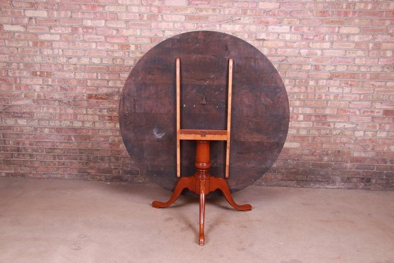 Eldred Wheeler Queen Anne Cherry Wood Tilt Top Pedestal Dining Table, Refinished For Sale 4