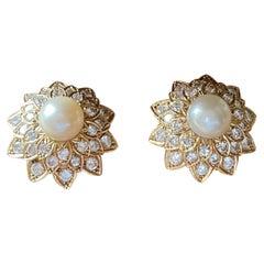 Elegant 18 K Yellow Gold Vintage 1970 Pearl Diamonds Earclips