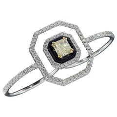 Elegant 18 Karat White Gold and Diamond Ring