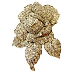 Elegant 1940 Vintage Diamond Flower Clip Brooch in Platinum