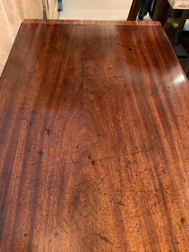 Elegant 19th Century Mahogany and Satinwood Pembroke Drop Leaf Side Table For Sale 5