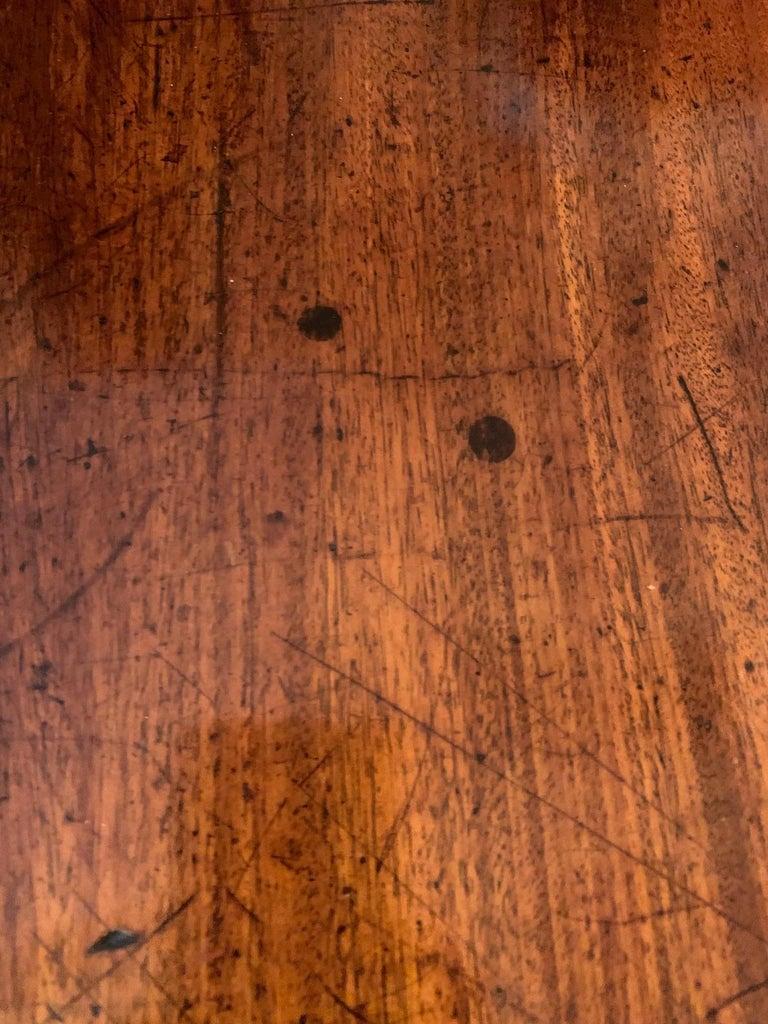Elegant 19th Century Mahogany and Satinwood Pembroke Drop Leaf Side Table For Sale 6