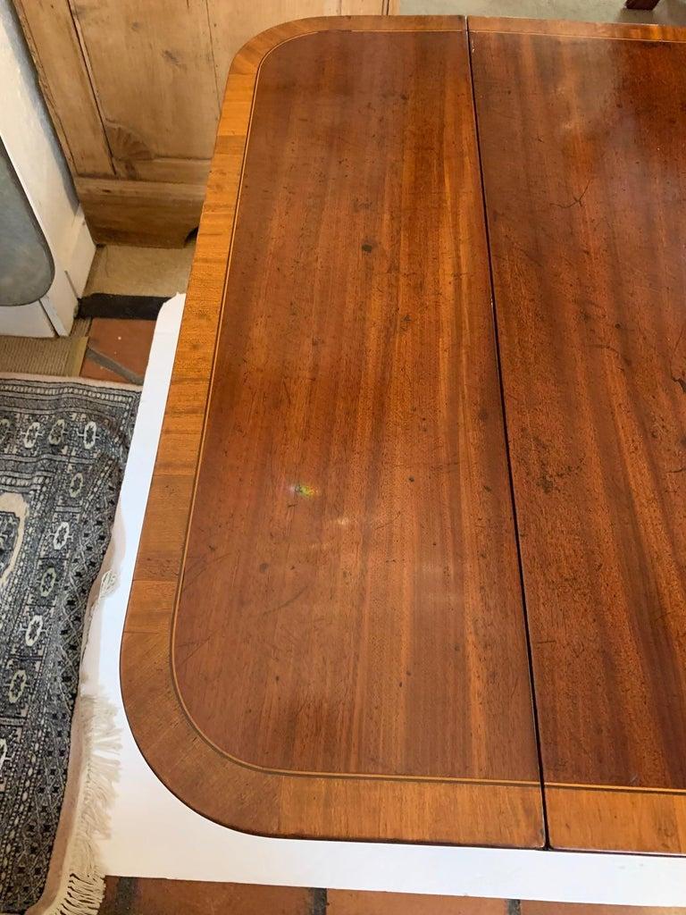 Elegant 19th Century Mahogany and Satinwood Pembroke Drop Leaf Side Table For Sale 7
