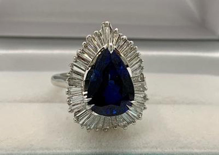 Elegant 9.25 Carat Blue Sapphire and Diamond Baguette Ballerina Platinum Ring For Sale 3
