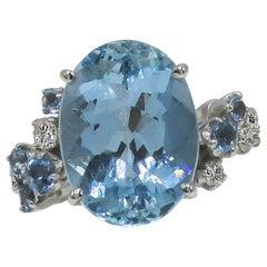 9.65 Carat Oval Aquamarine Diamond Gold Ring