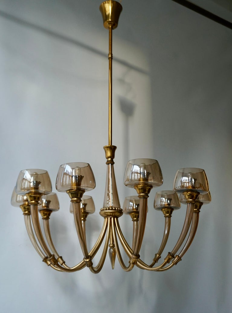 Elegant Murano Glass and Brass Chandelier For Sale 4