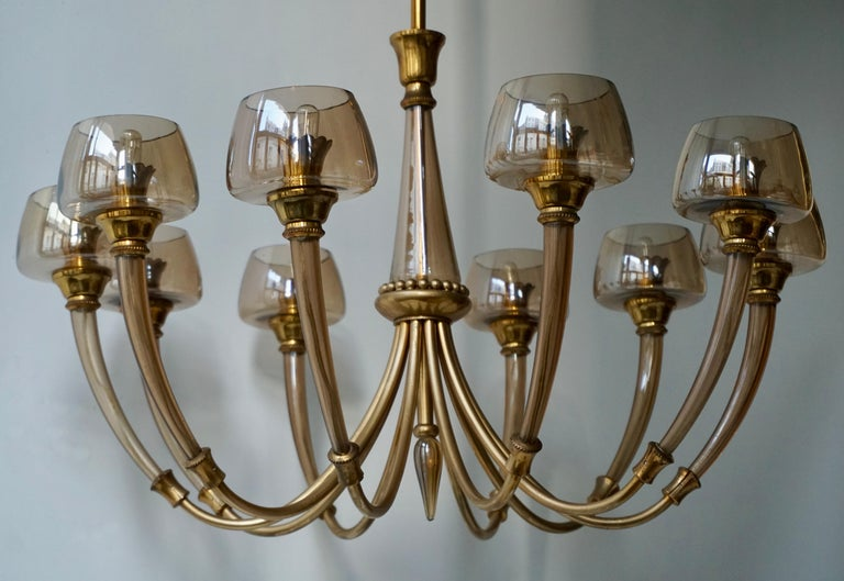 Elegant Murano Glass and Brass Chandelier In Good Condition For Sale In Antwerp, BE
