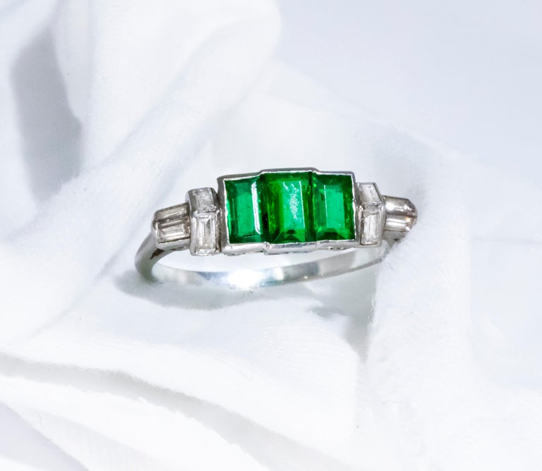 Elegant Art Deco 1920s Platinum 2 Cts Emerald Cut Emerald & Diamond Trilogy Ring For Sale 6