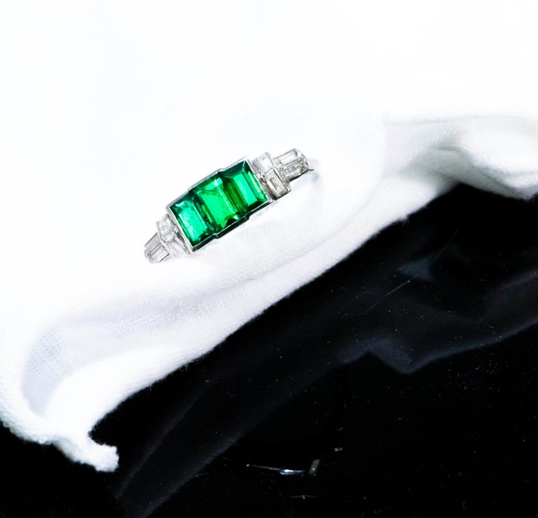 Elegant Art Deco 1920s Platinum 2 Cts Emerald Cut Emerald & Diamond Trilogy Ring For Sale 8