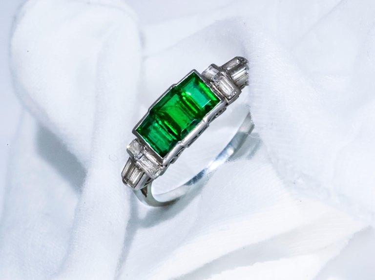Elegant Art Deco 1920s Platinum 2 Cts Emerald Cut Emerald & Diamond Trilogy Ring For Sale 9