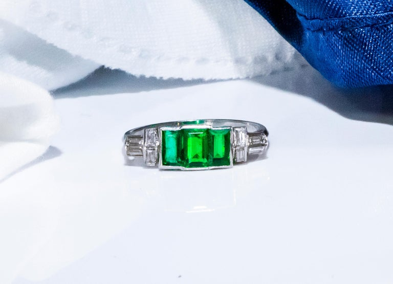 Elegant Art Deco 1920s Platinum 2 Cts Emerald Cut Emerald & Diamond Trilogy Ring For Sale 10