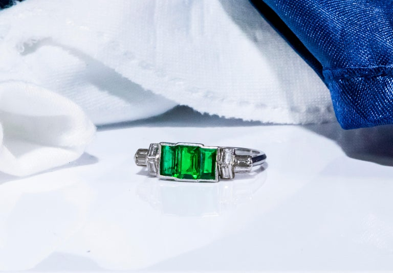 Elegant Art Deco 1920s Platinum 2 Cts Emerald Cut Emerald & Diamond Trilogy Ring For Sale 11