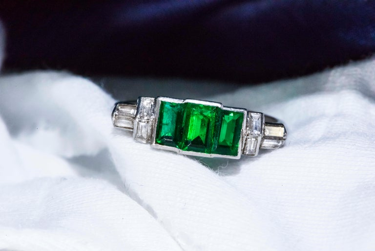 Elegant Art Deco 1920s Platinum 2 Cts Emerald Cut Emerald & Diamond Trilogy Ring For Sale 13