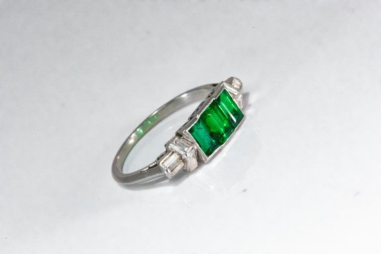 Elegant Art Deco 1920s Platinum 2 Cts Emerald Cut Emerald & Diamond Trilogy Ring For Sale 15