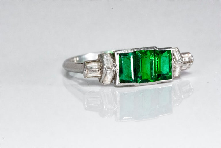 Elegant Art Deco 1920s Platinum 2 Cts Emerald Cut Emerald & Diamond Trilogy Ring For Sale 16