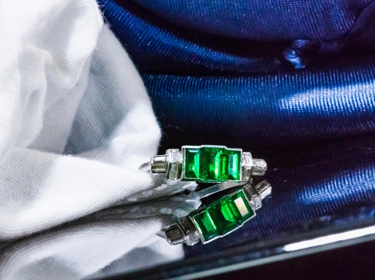 Women's or Men's Elegant Art Deco 1920s Platinum 2 Cts Emerald Cut Emerald & Diamond Trilogy Ring For Sale