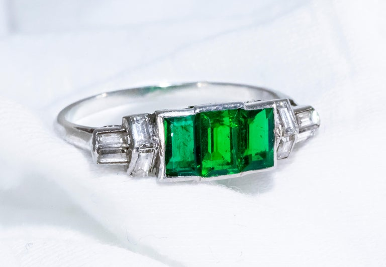 Elegant Art Deco 1920s Platinum 2 Cts Emerald Cut Emerald & Diamond Trilogy Ring For Sale 1