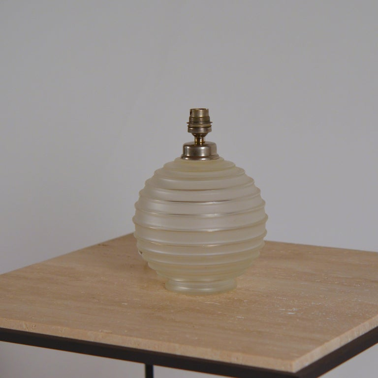 French Elegant Art Deco Ribbed Glass Table Lamp by George Leleu For Sale