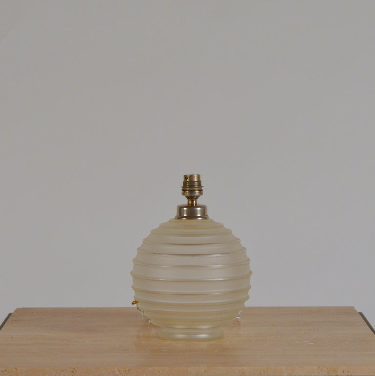 Elegant Art Deco Ribbed Glass Table Lamp by George Leleu For Sale 3