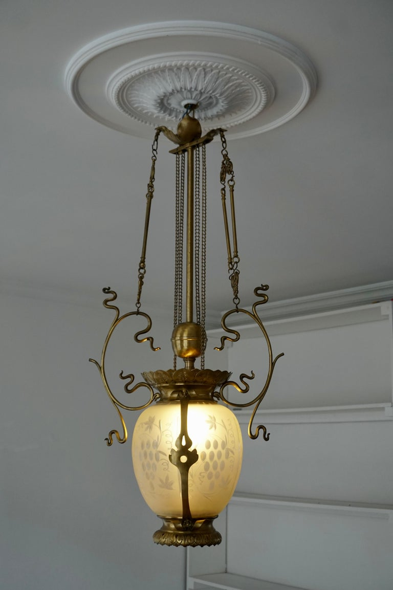 Elegant Art Nouveau Pendant Light in Brass and Glass For Sale 1