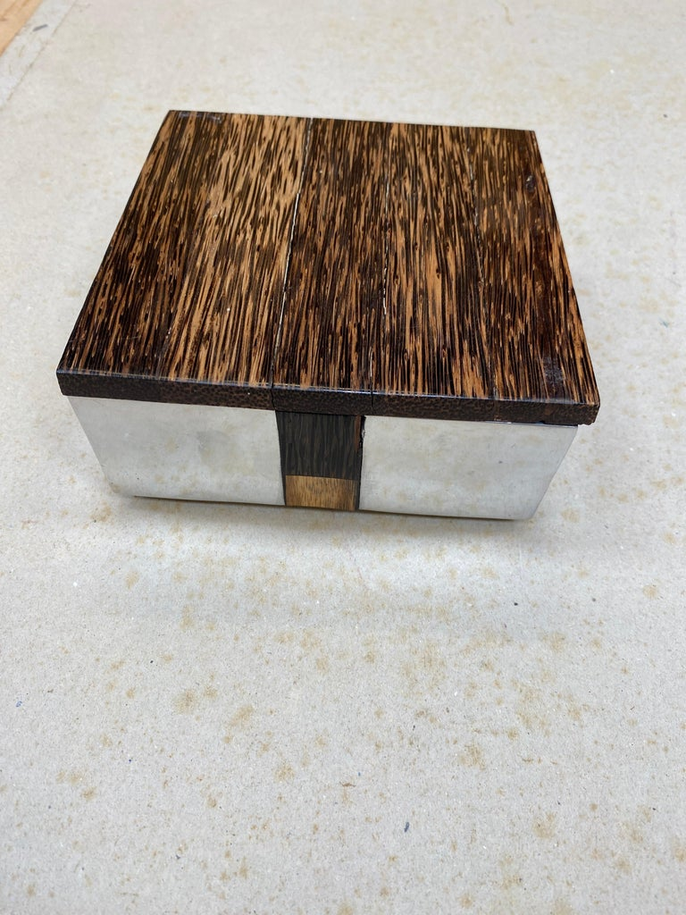 Mid-Century Modern Elegant Box in Polished Cast Aluminum and Palm Wood, circa 1970 For Sale