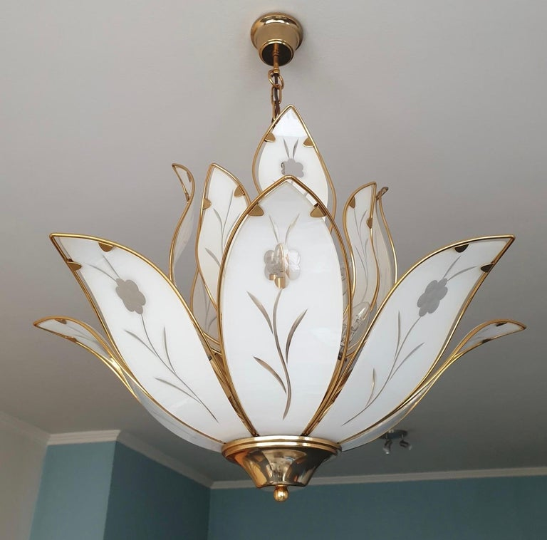 Elegant Brass Chandelier with White Murano Glass Leaves In Good Condition For Sale In Antwerp, BE