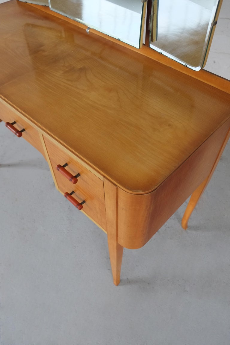 20th Century Elegant British 1950s Mirrored Dressing Table  For Sale