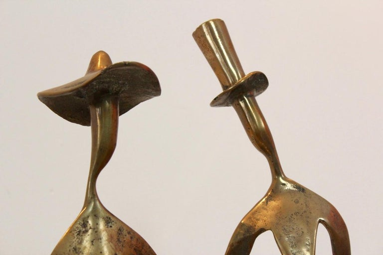Mid-Century Modern Elegant Bronze 'Holding Hands' Sculpture, 1970s For Sale