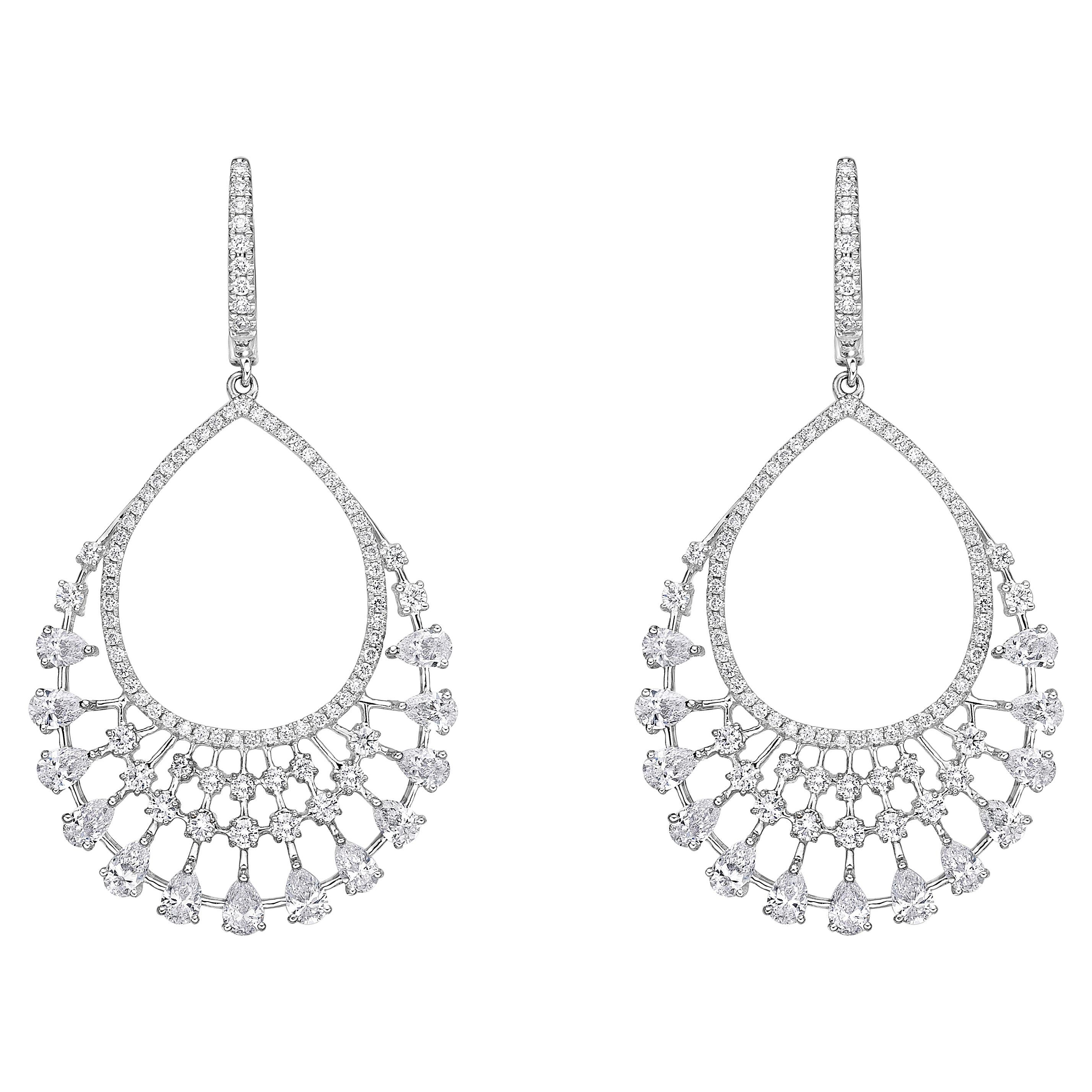 Elegant Chandeliers Earrings 14.67 Carat 18 Karat Gold Diamond Dangling Earrings