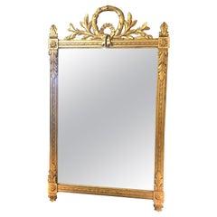 Elegant Classic Antique Giltwood Mirror with Wreath