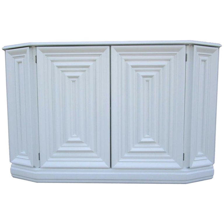 Elegant Console Cabinet in White Lacquer Finish For Sale