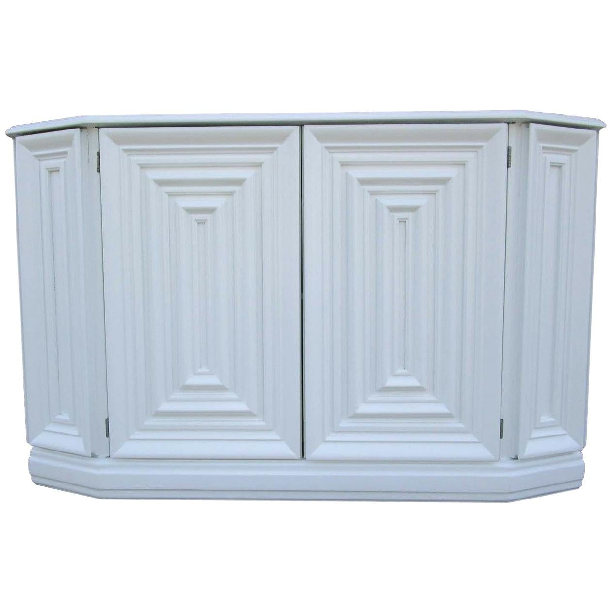 Gentil Elegant Console Cabinet In White Lacquer Finish For Sale