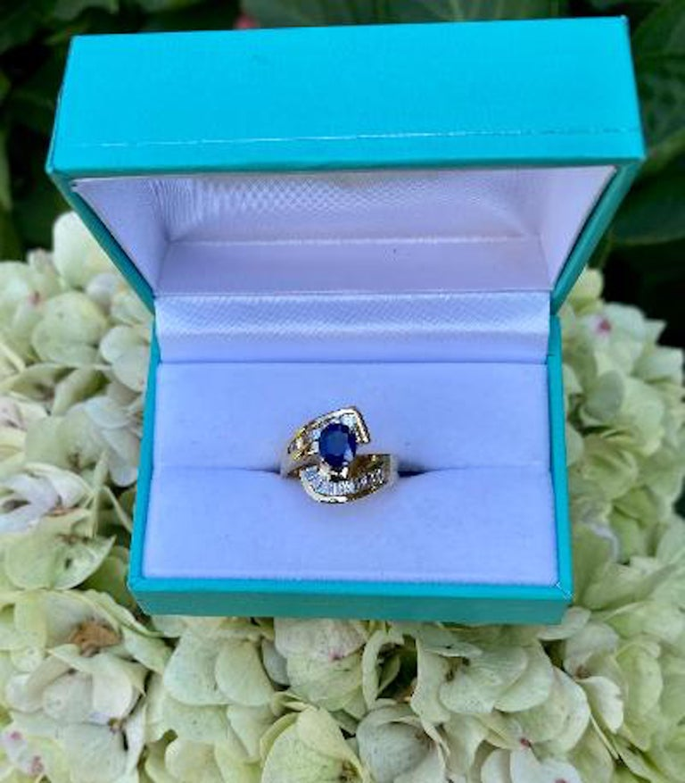 Elegant Cornflower Blue Sapphire and Diamond Bypass Design Yellow Gold Ring For Sale 4