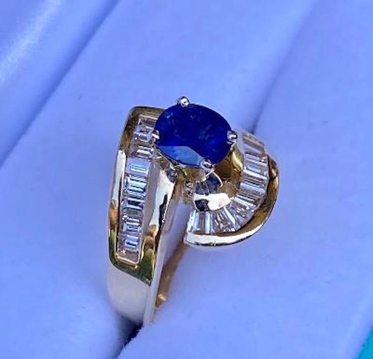 Contemporary Elegant Cornflower Blue Sapphire and Diamond Bypass Design Yellow Gold Ring For Sale