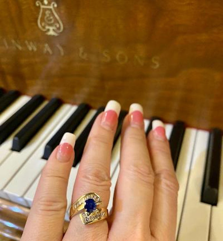 Elegant Cornflower Blue Sapphire and Diamond Bypass Design Yellow Gold Ring For Sale 1