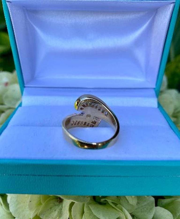 Elegant Cornflower Blue Sapphire and Diamond Bypass Design Yellow Gold Ring For Sale 2