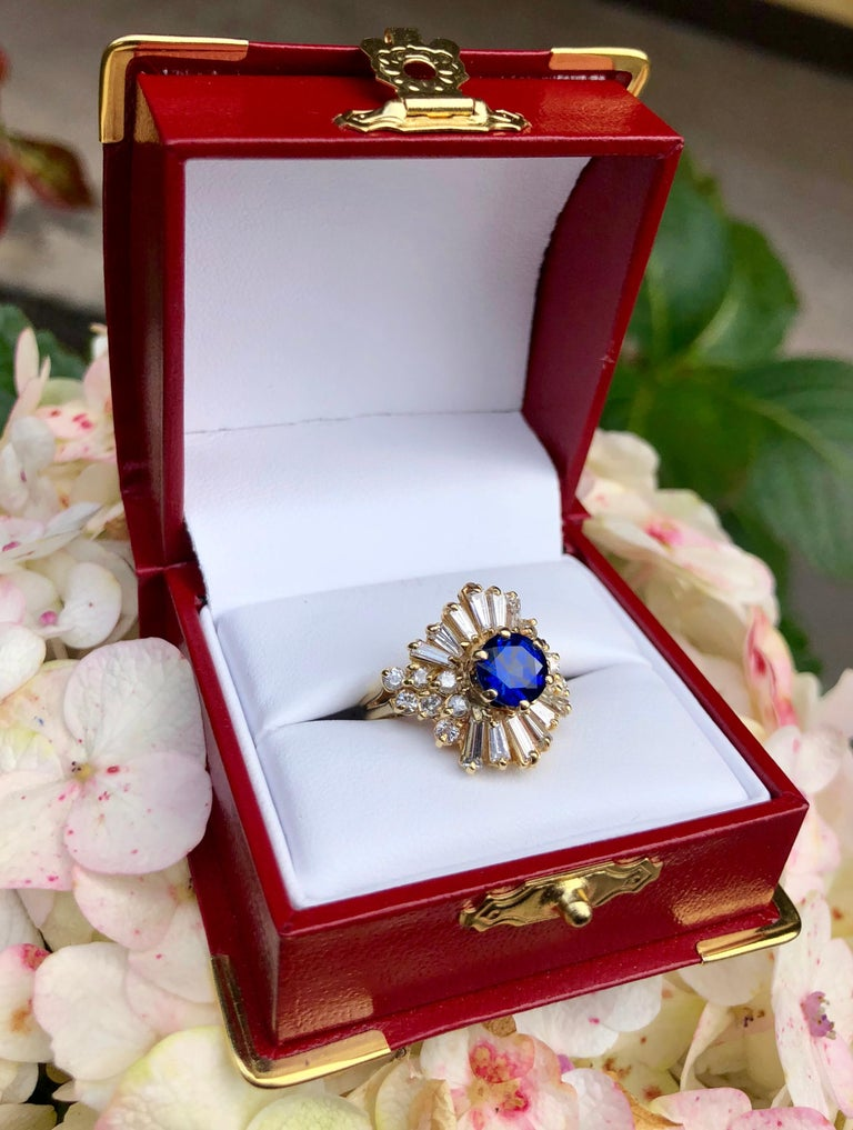 Elegant Cornflower Blue Sapphire Diamond Baguette Ballerina Yellow Gold Ring In Excellent Condition For Sale In Tustin, CA