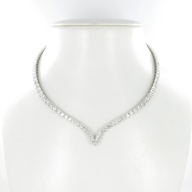 Elegant Diamond and Sapphire Necklace in 950 Platinum by Schilling In Excellent Condition For Sale In Lucerne, CH