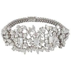 Elegant Diamond Bracelet in 18 Karat White Gold