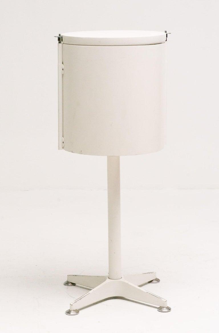 Elegant Dutch Minimalist Vanity For Sale 1
