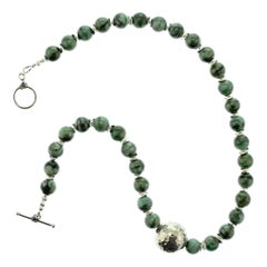 Gemjunky Elegant Emerald and Silver Necklace
