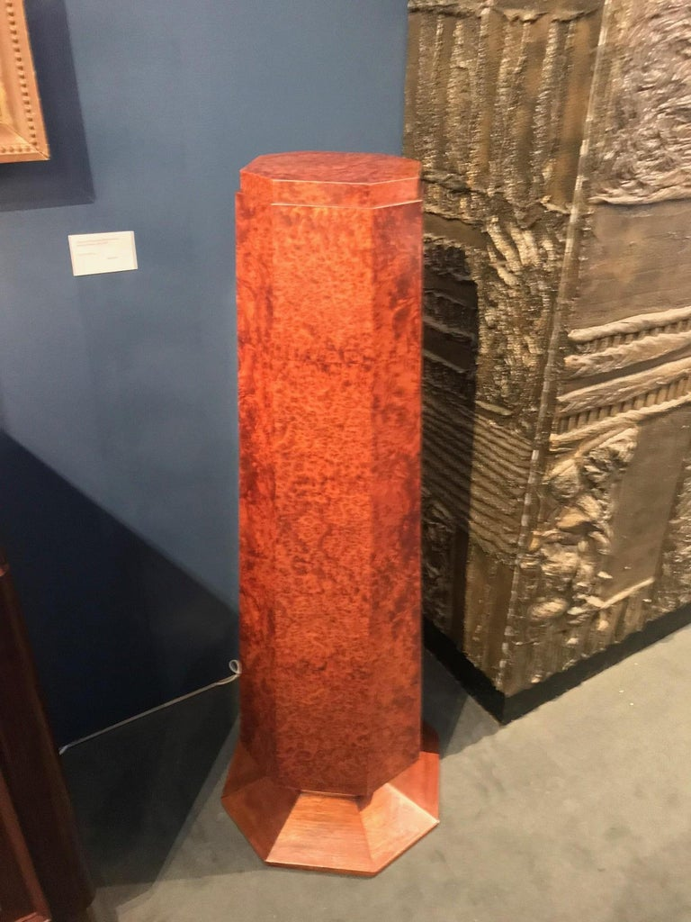 Elegant French Art Deco Period Burled Wood Pedestal In Excellent Condition For Sale In Montreal, QC
