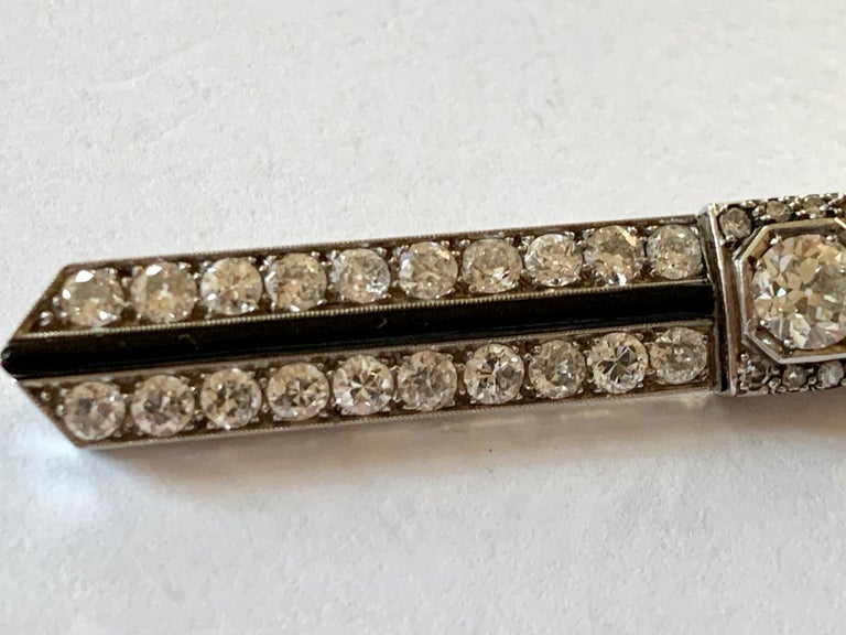 Elegant French Art Deco Platinum Diamond and Onyx Bar Pin Brooch In Good Condition For Sale In Zurich, Zollstrasse
