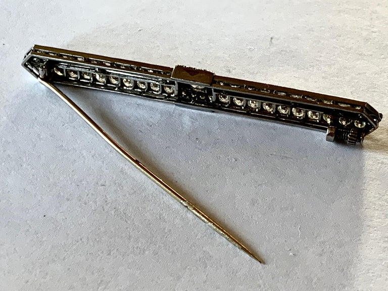 Elegant French Art Deco Platinum Diamond and Onyx Bar Pin Brooch For Sale 1