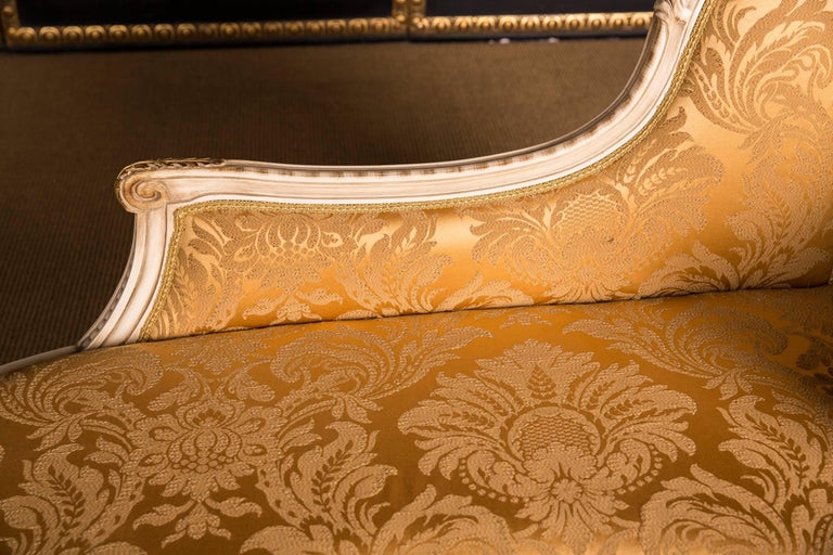 Elegant French Chaise Longue in Louis Quinze Style For Sale 1