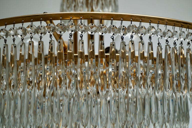 Elegant Hollywood Regency Crystal and Brass Chandelier For Sale 4