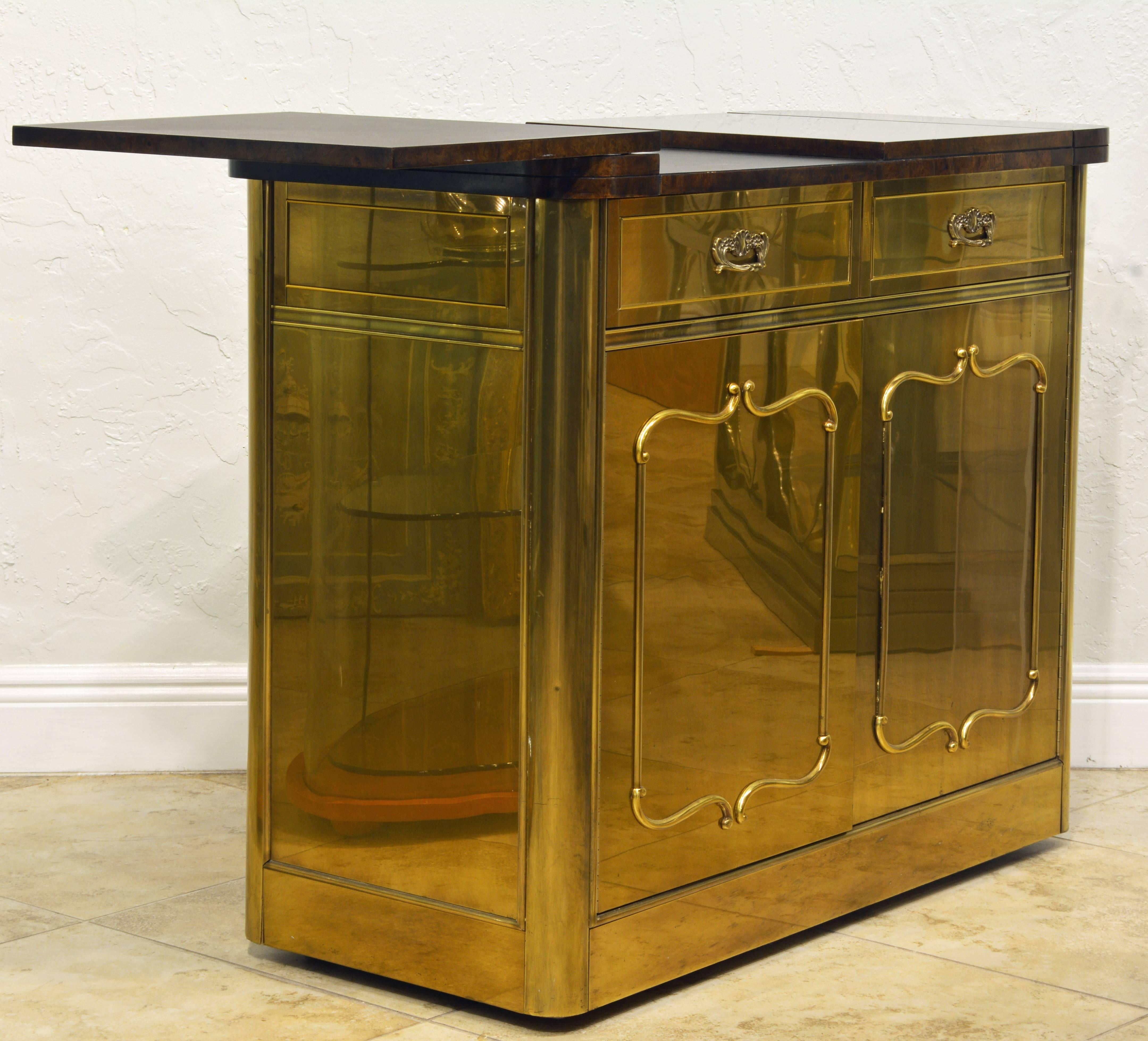 American Elegant Hollywood Regency Mastercraft Brass And Burled Wood Server  Or Home Bar For Sale