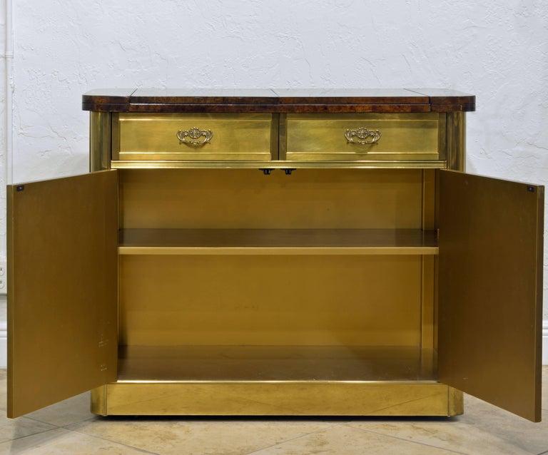 Elegant Hollywood Regency Mastercraft Brass and Burled Wood Server or Home Bar For Sale 3