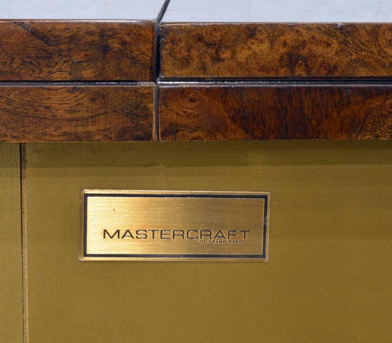 Elegant Hollywood Regency Mastercraft Brass and Burled Wood Server or Home Bar For Sale 4