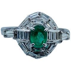 Elegant Intense Green Columbian Emerald and Diamond Platinum Ring